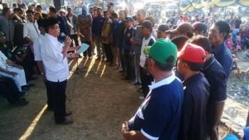 SYUKUR mengukuhkan perwakilan tim pemenangan di Kecamatan Woha. Foto: Bin