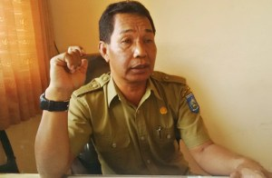 Sekretaris Kantor Pelayanan Pajak Retribusi Daerah (KPPRD) Bima, Mansyur. Foto: Bin