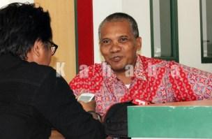 Asisten Manager Customercare and Sales PT. Telkom Indonesia Bima, H. Usran saat diwawancara Kahaba. Foto: Deno