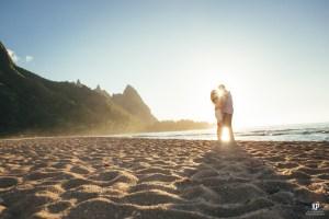 Kauai photographer captures couple kissing during sunset