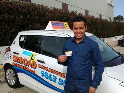 運転免許証の更新は、所在運転免許センターに問い合わせを