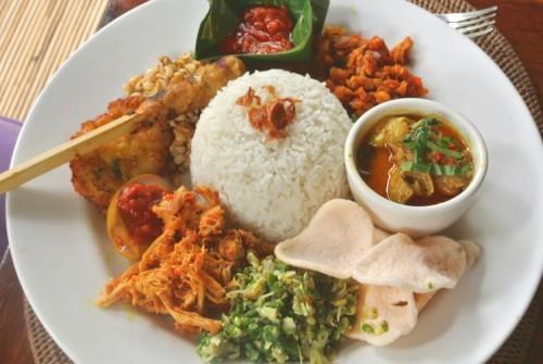 インドネシアの伝統的食事、ナシチャンプルー