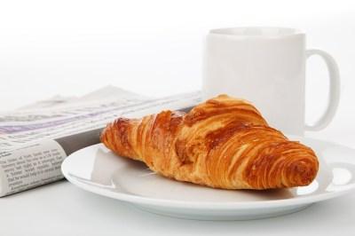 新聞、朝食