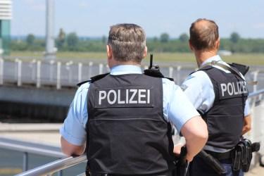 軽い事故でも警察や保険会社に連絡した方が良いのか?