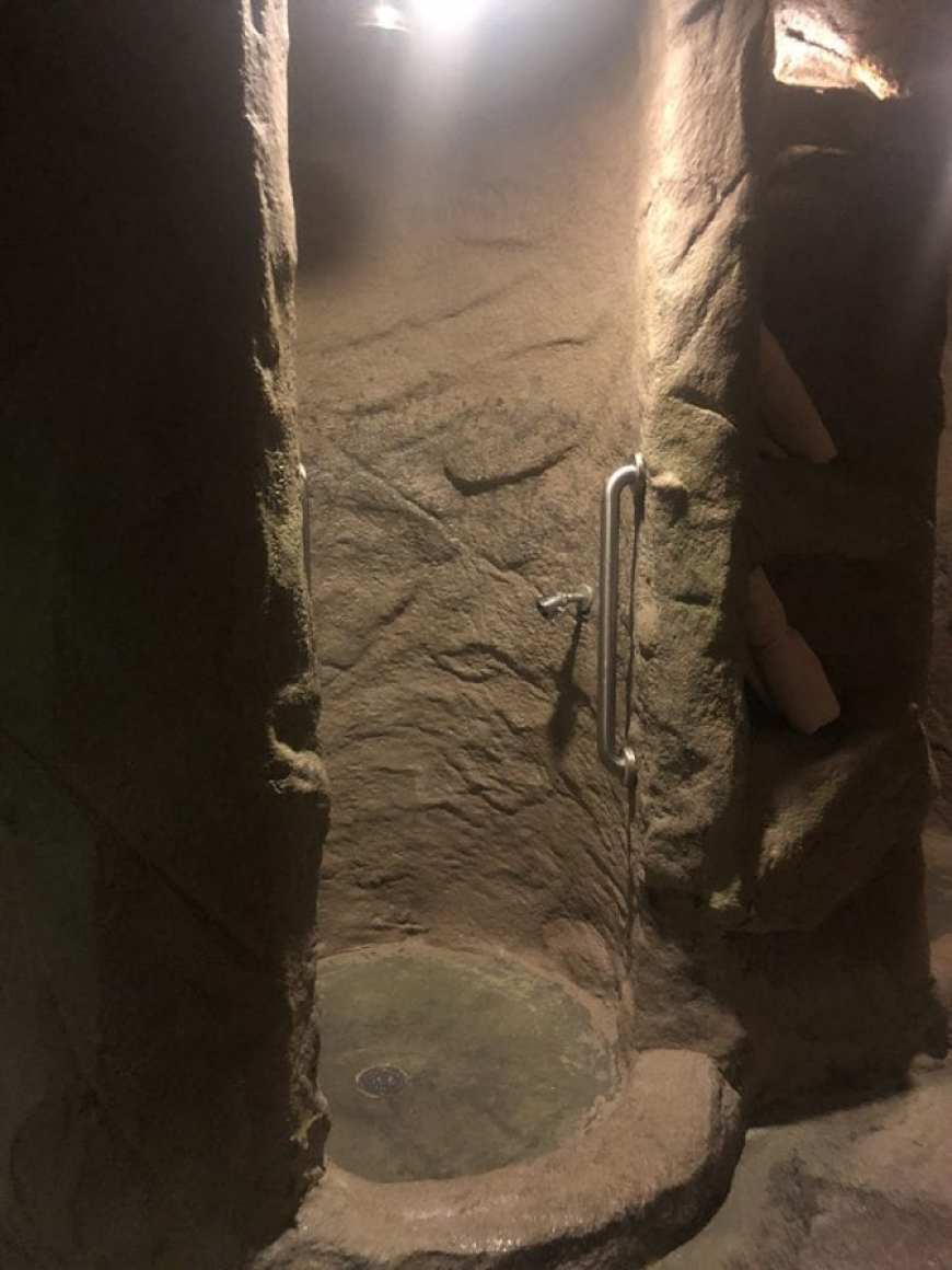glen ivy hot springs massage - grotto shower