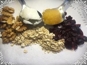 мед;овесени ядки;боровинки; кокосово масло; орехи