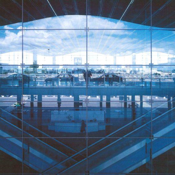 Façade du hall B de l'aéroport de Bordeaux