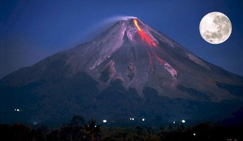 pleine lune volcanique