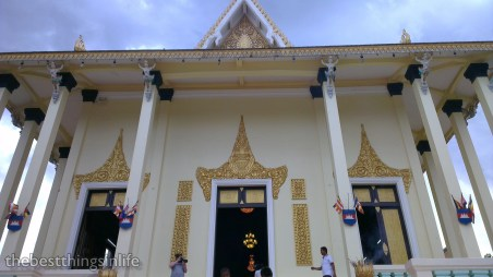 The main prayer hall at Wat Botum