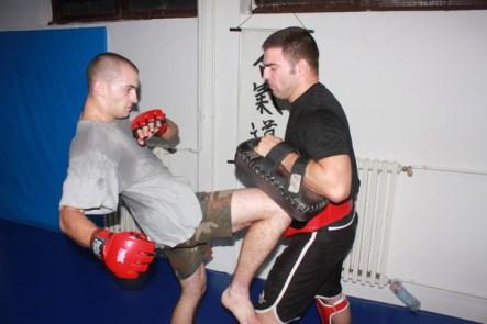 Vežba - Udarac kolenom