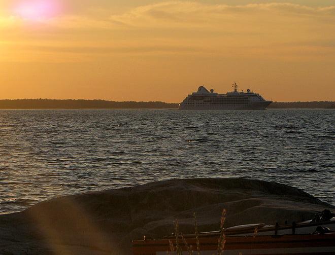 Stora båtar bort mot Sandhamn