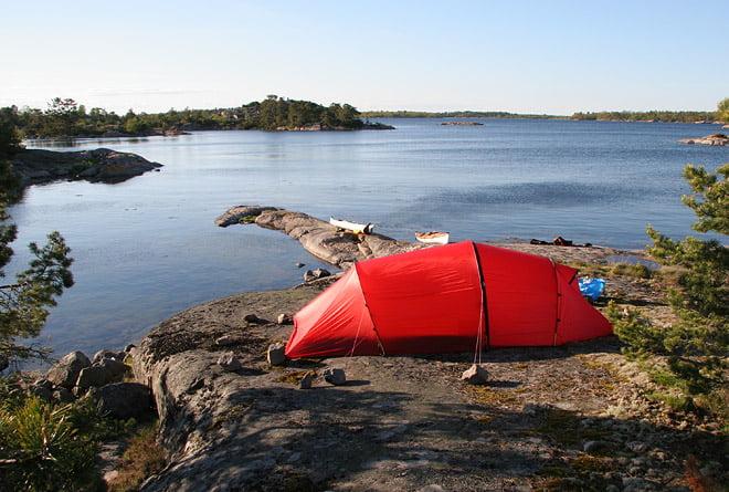 Nallo 3GT är kanske inte det optimala tältet för klipptältning, men det går såklart om man vill. Här på Huvfallsö i Misterhults skärgård.