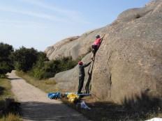 """""""Tunna sprickan"""" 5 - bouldering vid Stångehuvud"""