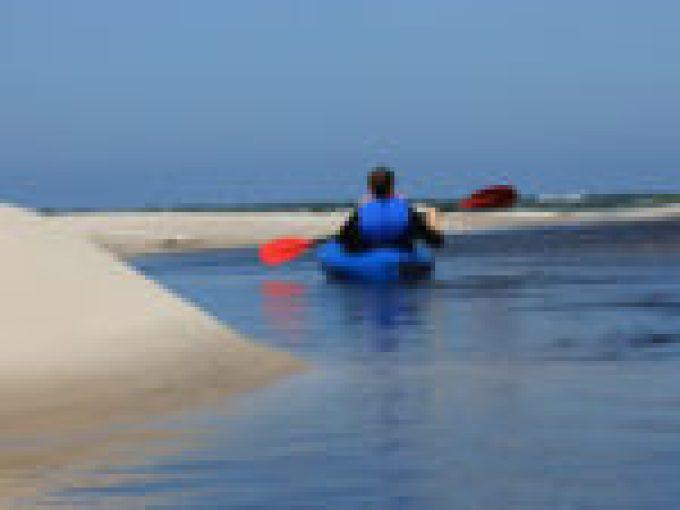 Koniec spływy kajakowego Piaśnica do miejscowości Dębki nad morzem