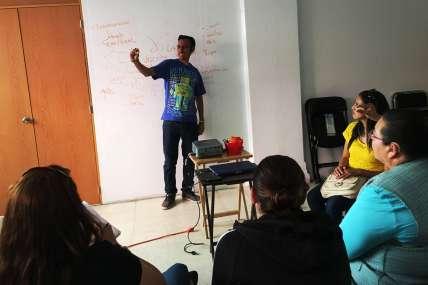 Erwin frente a la clase_Diplomado