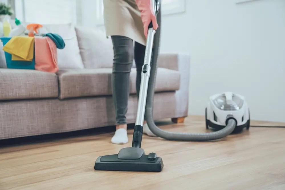 フローリングの掃除のイメージ画像