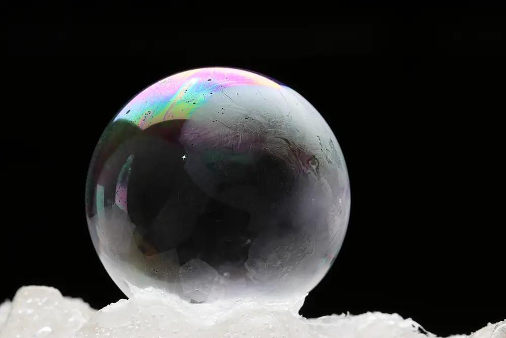 界面活性剤で作った泡とシャボン玉