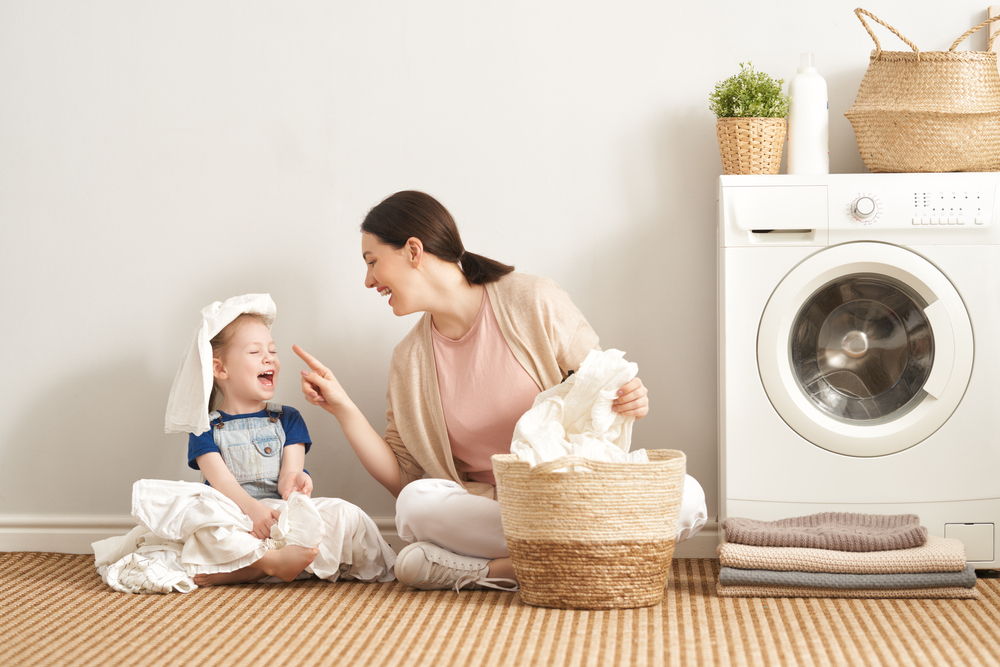 アタックゼロと洗濯用漂白剤を併用した洗濯の汚れ落ちと消臭効果に満足している親子