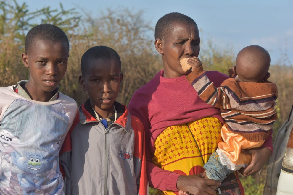 HOPELESSNESS - Wife of of Ntoika Leindoi, Motintei with three of her five children in the wilderness of Motoroki on Wednesday evening