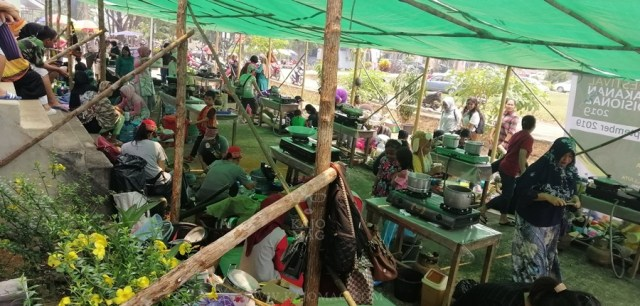 The traditional food festival was held at Lanjak, West Kalimantan from September 14-15 and was organised by Indonesian community-based natural resource management (CBNRM) NGO, Riak Bumi