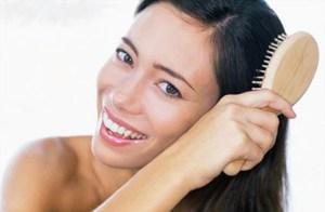 Как правильно подобрать расческу, чтобы не навредить волосам