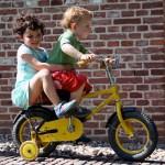 Как правильно выбрать ребенку зимний комбинезон?