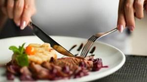 Как правильно пользоваться ножом и вилкой?