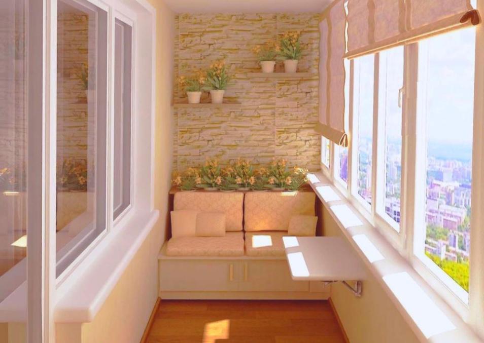 Интерьер балкона со скамейкой с подушкой