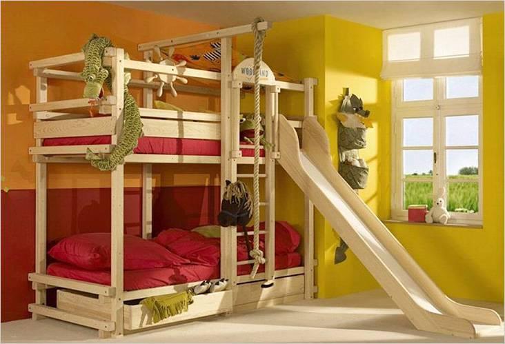 Кровать для сна и игр