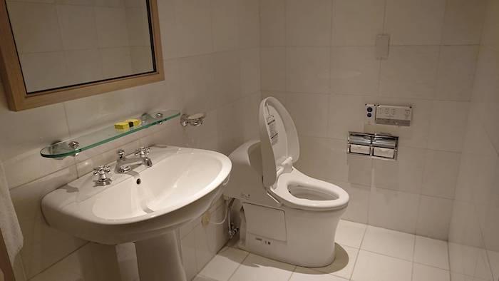 入り口のトイレ