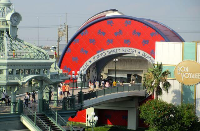 JR舞浜駅前