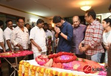 Celebrities pay homage to Vijaya Nirmala | Krishna, Mahesh Babu, Namrata Shirodkar, Vijaya Naresh, Jayasudha, Manjula Ghattamaneni, SP Balasubrahmanyam