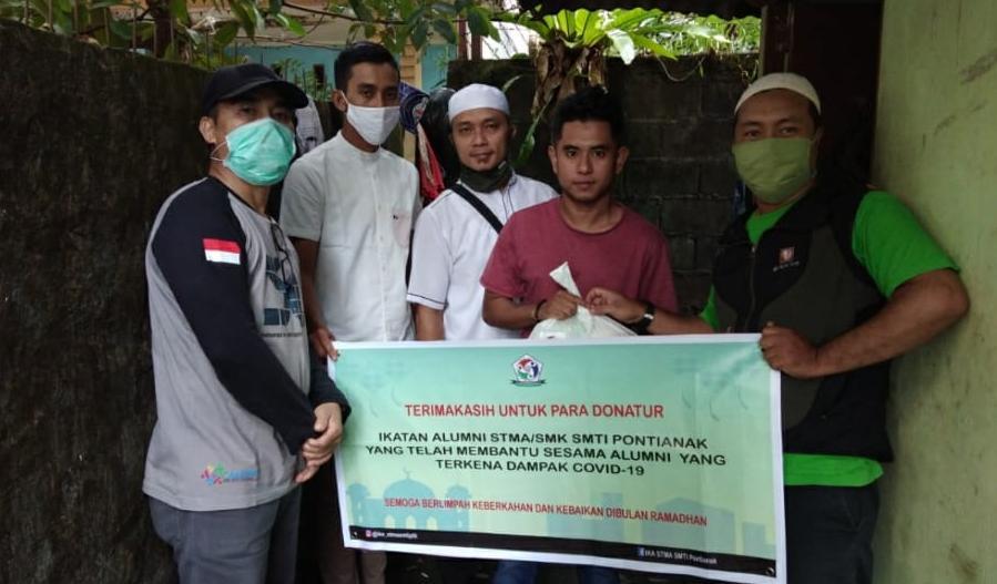 Peduli Covid-19, Ikatan Alumni STMA Pontianak Peduli Bagikan Sembako