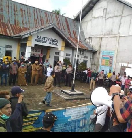 Tuntut Transparansi DD/ADD, Masyarakat Demo Desa Punggur Kecil