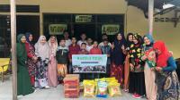 Tampak Kaafilul Yatim menyerahkan bantuan ke Panti Asuhan Alhidayah Pontianak, Jumat (26/6/20)