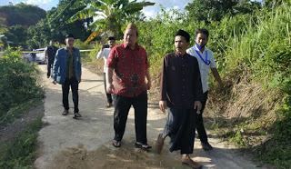 Anggota DPRD Abdul Mutaholib dengan beberapa Tokoh IKBM Kabupaten Mempawah di desa Peniraman/ISTIMEWA