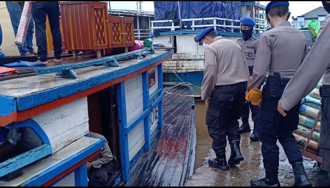 Dit Polairud Polda Kalbar Sosialisasi Pakai Masker di Pelabuhan Seng Hie