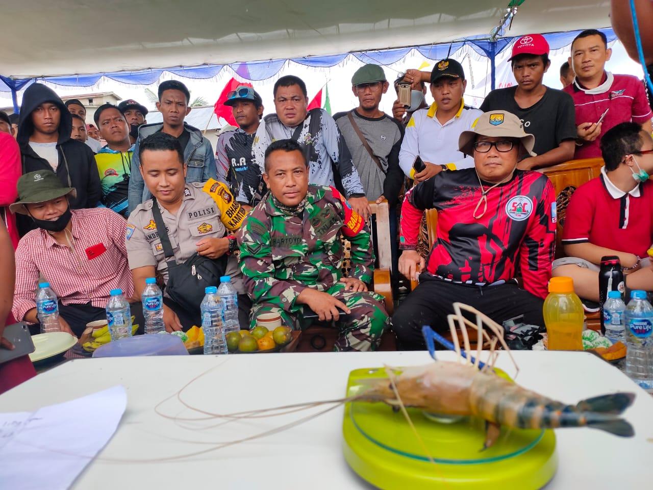 Sambut HUT ke-75 RI, FC 69 dan PDI Perjuangan Kalbar Gelar Lomba Mancing Udang Galah