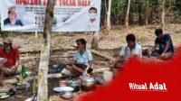 Masyarakat Adat Desa Mondi di Sekadau Lakukan Ritual Tolak Bala
