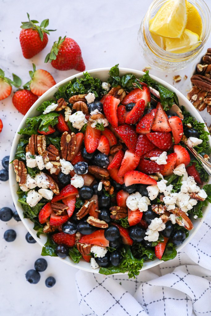 Looking for the perfect side dish to beat this heat? Try this incredibly easy strawberry kale salad with lemon poppy seed dressing! It's sure to become your go-to in no time!