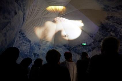 Projection sous dôme pour lancement d'Octobre Rose