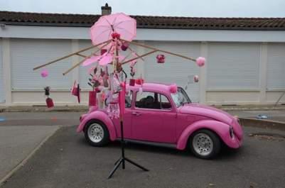Voiture de Sassenay au couleur d'Octobre rose