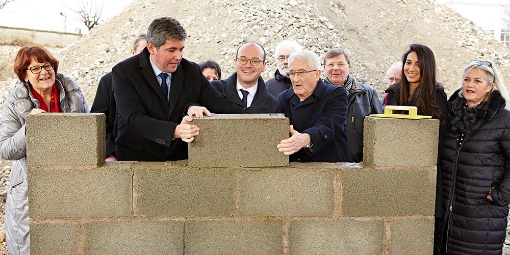 Pose de la première pierre à l'AMEC en janvier 2018