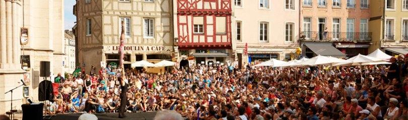Chaque année, Chalon dans la rue rassemble des tonnes de spectateurs dans la ville de Chalon sur Saône avec ces spectacles de rues