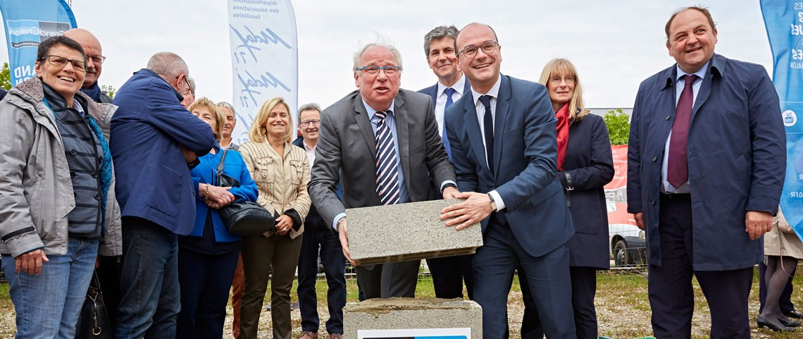 Sébastien Martin, président du Grand Chalon, innaugure la pose de la première pierre à la Sucrerie