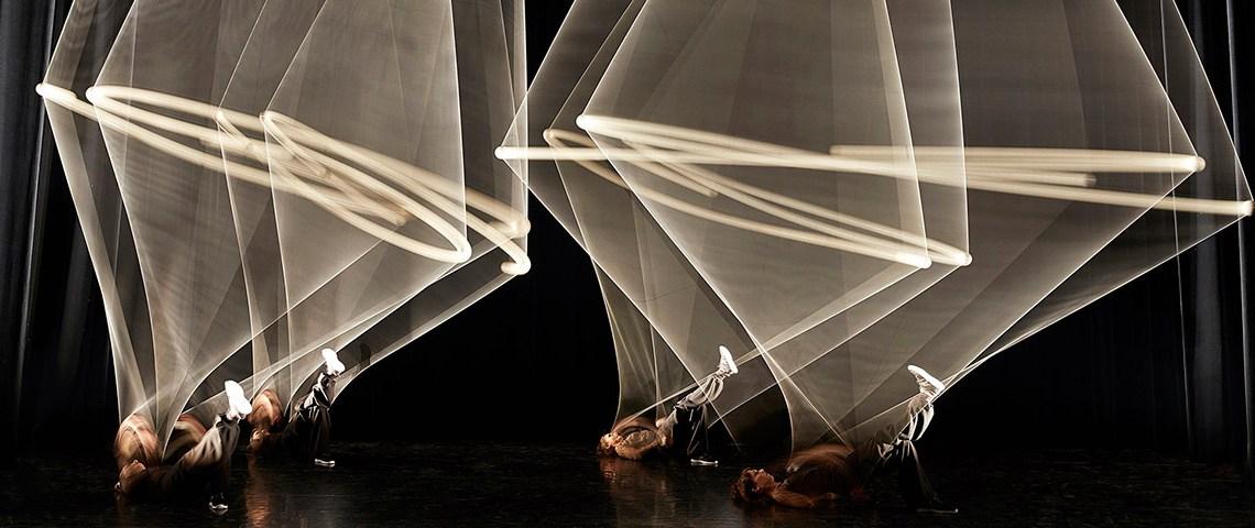 L'espace des arts programme le spectacle Magnetic - photographie de Christophe Raynaud de Lage