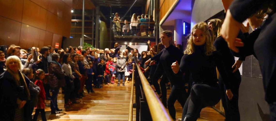 danseuses en representation dans le hall du conservatoire à rayonnement régional du Grand Chalon