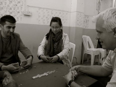 Learning to play dominoes