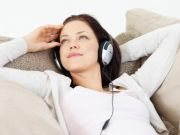 Denger Musik Sambil Santai