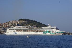 Riesen-Schiff voller Ephesus Besucher